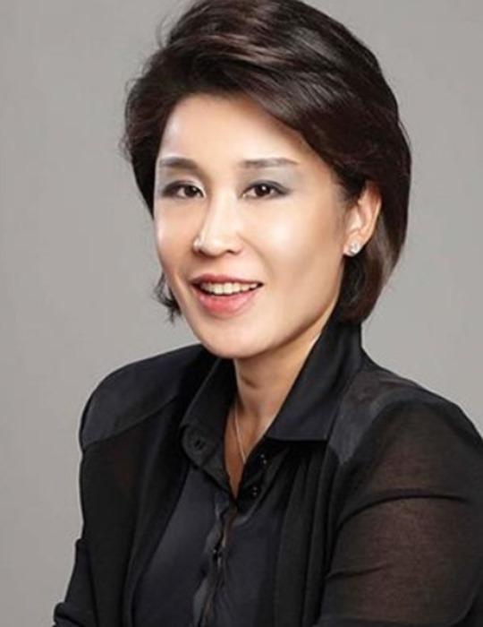 정유경 신세계 사장은 재계 딸로는 처음으로 24세라는 나이에 최연소 임원을 달았다. / 신세계 제공