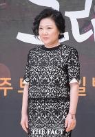 [TF포토] 김해숙, '포즈가 연기보다 어려워~'