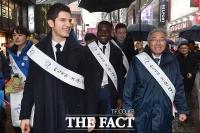 [TF포토] K스마일 캠페인 펼치는 비정상회담 출연진과 김종덕 장관