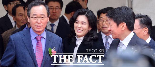송하진 전라북도지사와 입장하는 이부진 사장과 정몽규 회장