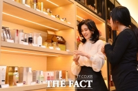 [TF포토] 신라아이파크 면세점 오픈… 점검 나선 이부진 호텔신라 사장