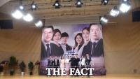 [TF사진관] SBS 총선 방송 시작, 톡톡 튀는 바이폰 '100여개 준비'