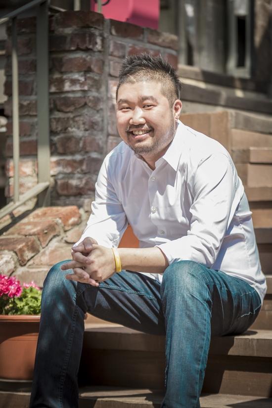 '태양의 후예' 작가 김원석. 그는 김은숙 작가와 작품을 공동으로 집필했다. /블리스미디어 제공