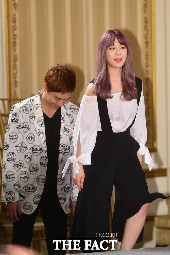 커플 연기를 펼치는 허영지-허정민