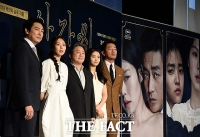 [TF포토] 칸이 주목한 아가씨…박찬욱의 '완벽한 캐스팅'