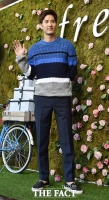 [TF포토] 김지석, '많이 더워(?)보이는 패션'