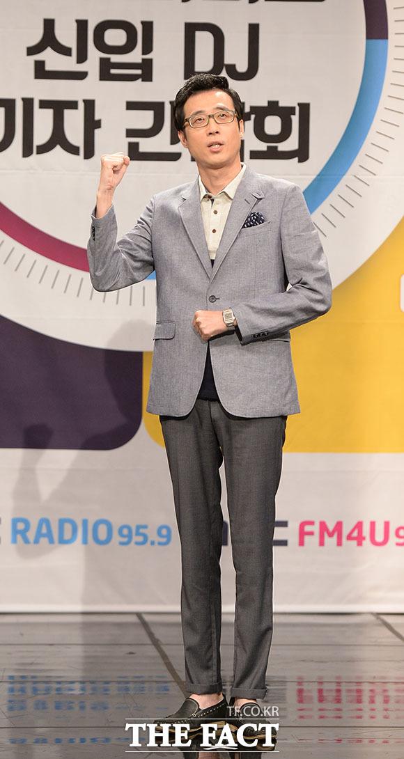 주말 라디오를 책임질 반가운 DJ 이윤석!