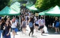 [주말 쇼핑] '장마 시작' 유통업계 '우비·여름 의류 할인나서'