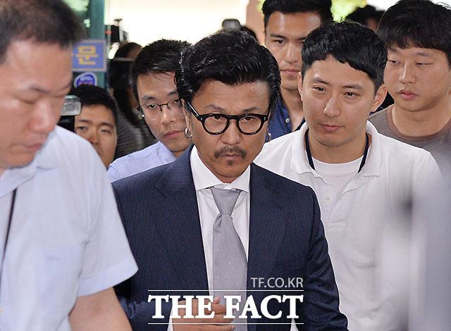 성추행 혐의를 받고 있는 이주노. 그는 조사를 받기 위해 30일 경찰에 출석했다. /문병희 기자