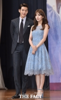 [TF포토] 김우빈-배수지, '우리는 함부로 애틋한 사이~'