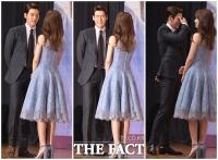 [TF사진관] 김우빈, 수지 미모에 눈부셔...'웃음이 멈추질 않아~'
