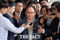 [TF포토] '270억대 소송사기' 연루, 기준 전 롯데물산 사장 검찰 출석