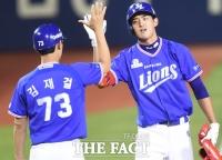 [TF포토] 삼성 구자욱, 가라앚은 팀 분위기 살려낸 3루타