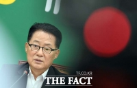 [TF포토] 취임 한달 박지원, '검찰이 내 웃음 앗아갔다'