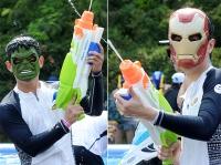 [TF사진관] '워터밤'에서 맞붙는 '헐크 팀vs아이언맨 팀'
