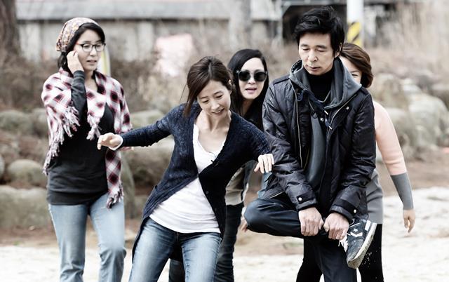 현실로 꽃핀 알콩달콩 싱글 중년의 사랑. 강수지 김국진은  지난해 3월부터 정규 편성돼 방송에 출연한 원조 멤버다. /SBS 불타는 청춘 공식 홈페이지