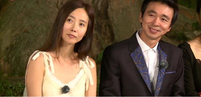 우리 사랑 이제 예쁘게 지켜봐주세요 김국진(오른쪽) 강수지 커플은 1년 전부터 둘만의 사랑을 은밀히 속삭여오다 최근 평생배필을 기약하고 양가 가족에서 서로를 소개했다. /SBS 불타는 청춘 공식 홈페이지
