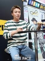 [TF사진관] 로이킴 '남자도 설레는 훈훈한 미소'