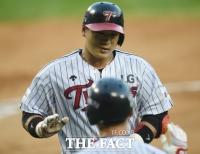 [TF포토] 정상호 'LG 유니폼 입고 첫 홈런'