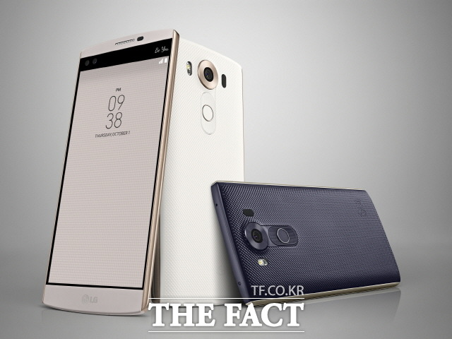 LG전자는 차세대 스마트폰 V20에 세계 최초로 32비트 하이파이 쿼드 DAC을 탑재한다고 밝혔다. 사진은 전작인 V10. /LG전자 제공