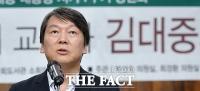 [TF사진관] 'DJ 품은' 국민의당, '조용한 분위기' 더민주