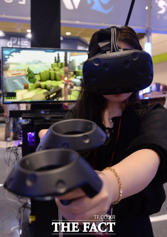 자리를 옮겨보니 VR(가상현실)로 게임도 즐기고