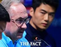 [TF포토] '공한증은 계속된다!'…슈틸리케 감독, '눈빛으로 기선제압!'