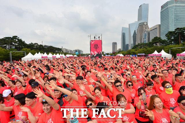 여의도공원 가득 메운 1만여 참가자들