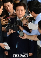 [TF포토] '신동빈 최측근' 소진세 사장, 5일 검찰에 '재소환'