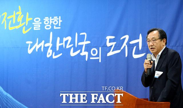 축사 하는 윤준하 상임대표