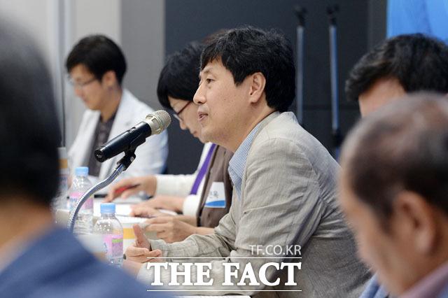 발제하는 이남주 성공회대 교수