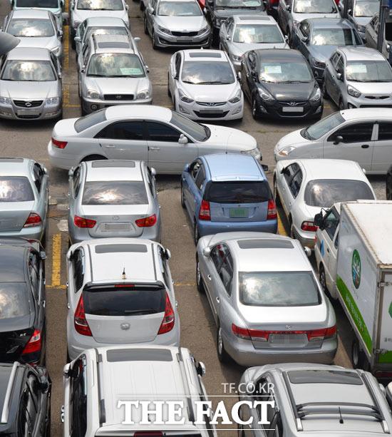 중고차 업계에서는 신학기와 취업 등 차 구매에 대한 욕구가 올라가는 상반기에 차를 파는 것이 좋다고 입을 모은다. /더팩트 DB
