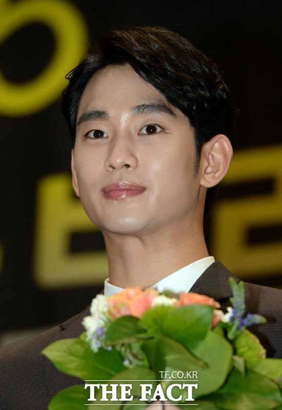 김주나의 이복오빠 김수현. 배우 김수현(사진)은 가수 김주나의 이복오빠로 알려져있다. /임영무 기자