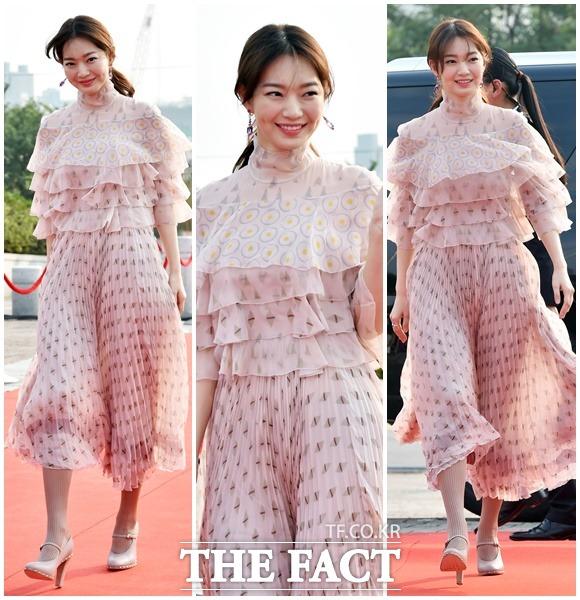 신민아, 미소만큼 상큼한 핑크빛 주름 드레스~ (9월 8일 /서울드라마어워즈 2016)