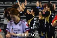 [TF사진관] SK 핸드볼코리아리그 플레이오프 개막, '원더풀삼척 첫 경기 승리'