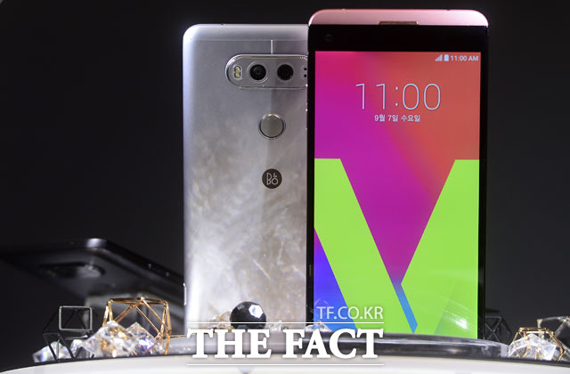 LG전자의 대화면 스마트폰 'V20'가 이동통신 3사를 통해 29일 출시됐다. /남윤호 기자
