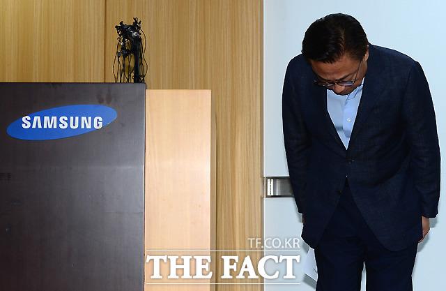 삼성전자는 11일 '갤럭시노트7' 교환품에 대한 판매·교환을 중단한다고 밝혔다. 사진은 고동진 삼성전자 무선사업부장. /이새롬 기자
