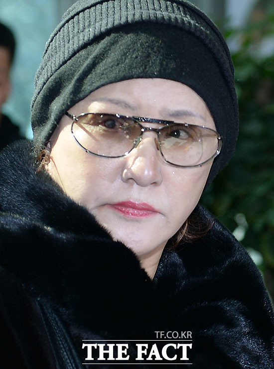 재미 교포 무기 로비스트 린다 김(본명 김귀옥, 63)이 이번에는 마약 투약 혐의로 구속됐다. 김 씨는 커피에 필로폰을 타 마시는 방법으로 수차례에 걸쳐 필로폰을 투약한 혐의를 받고 있다. /더팩트DB