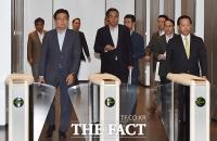 [TF포토] 고동진 사장은 어디에?... 수요사장단회의 마친 삼성그룹