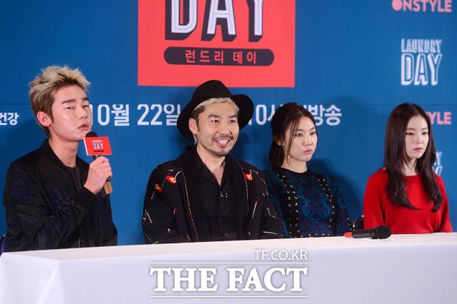 취재진 질문에 답하는 허지웅-노홍철-한혜진-아이린