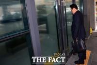 [TF포토] 압수수색 사무실 찾은 김필승 K스포츠 이사