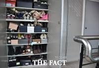 [TF삐컷] 최순실, 명품 구두 신고 검찰 출두...자택 신발장에도 '수두룩'