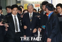 [TF포토] '최순실' 영장실질심사 참석하는 이경재 변호사
