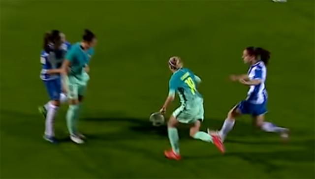 여자 메시 라토레. FC바르셀로나 여자축구팀 바바라 라토레(19번)가 메시급 기량을 선보이며 여자 메시로 떠오르고 있다./유튜브 캡처