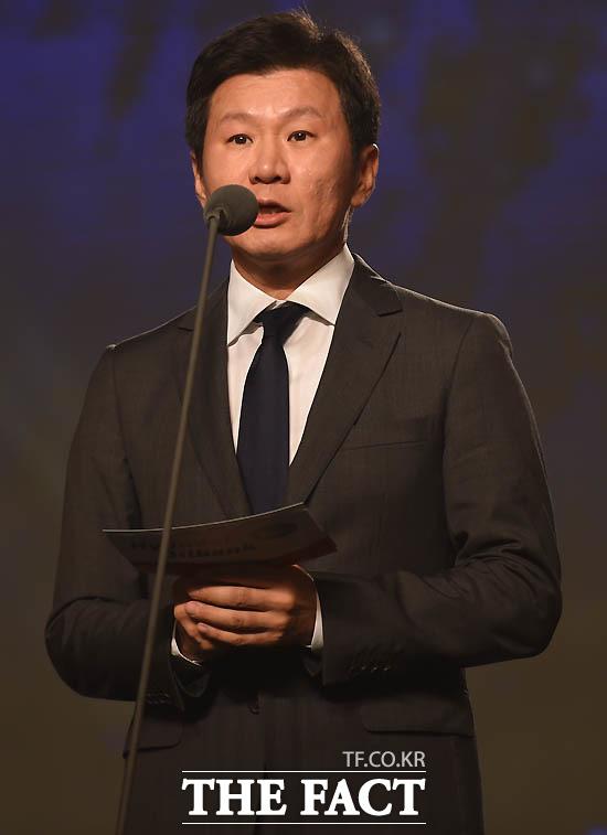 정몽규 축구협회장이 영플레이어상 시상자로 나섰다.