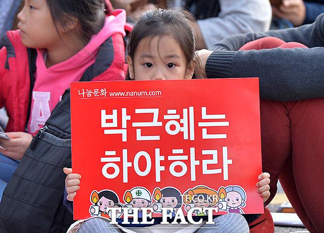 평화로운 집회, 성난 목소리! 촛불집회가 12일 저녁 서울 광화문광장에서 열렸다. 100만명이 인파가 모여 촛불을 들고 박근혜 대통령 퇴진을 요구했다./문병희 기자