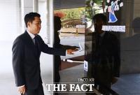[TF포토] '음주운전 혐의' 이창명, 상기된 표정으로 공판 참석