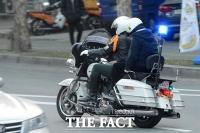 [TF포토] '여기가 아니었어?'.. 오토바이 타고 고사장 찾아~
