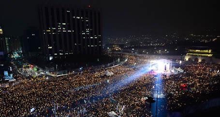 [TF영상] 5차 촛불집회를 빛낸 그림 같은 '저항의 1분 소등'