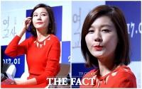 [TF포토] 김하늘, '오늘은 강렬하게~'…시선 사로잡는 레드 패션